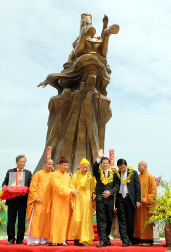 Hình ảnh Chủ tịch nước dự lễ khánh thành tượng đài Thánh Gióng số 5