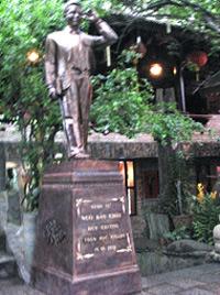 Thú vị tượng GS Ngô Bảo Châu dựng trước… quán cà phê 2_7_1287815213_56_GS-Ngo-Bao-Chau