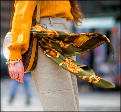 Hình ảnh Thêm các mẫu khăn quàng không thể thiếu trong tủ đồ của các quý cô số 8