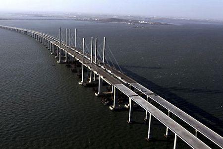 Cầu vượt biển dài nhất thế giới 2_8_1294056907_28_tn_china3