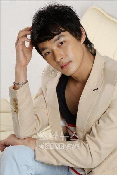 Hình ảnh Nam diễn viên Jun Tae Soo bị bắt vì say rượu, đánh cảnh sát số 1