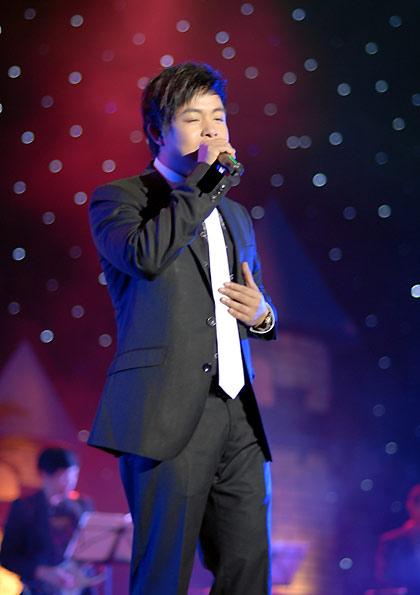 Hình ảnh Quang Lê hát với quê hương miền Trung số 2