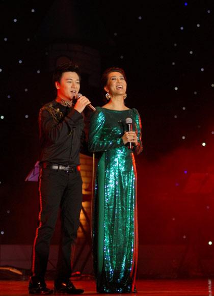 Hình ảnh Quang Lê hát với quê hương miền Trung số 5