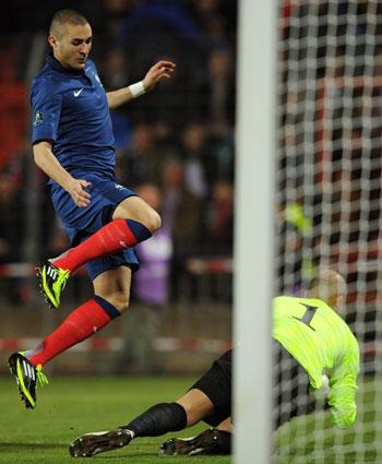 Hình ảnh Nhìn lại loạt trận vòng loại Euro 2012 đêm qua số 5