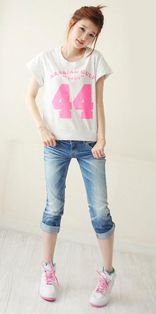 Hình ảnh Cách phối đồ năng động với quần jeans số 23
