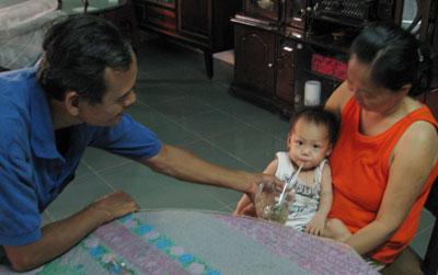 Hình ảnh Đang xét xử vụ bé 9 tháng tuổi bị mẹ và cha dượng hành hạ số 5