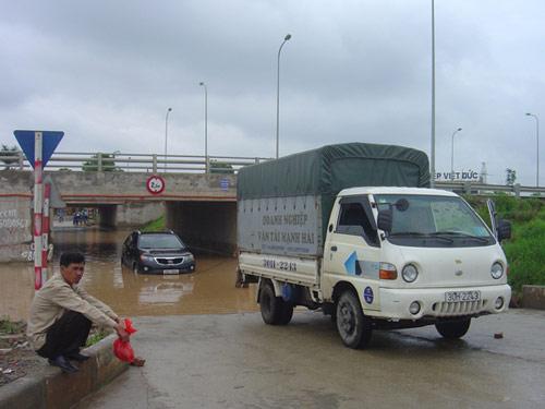 Hình ảnh Ngập lụt ở đại lộ hiện đại nhất Việt Nam số 3