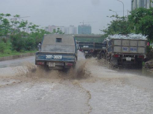 Hình ảnh Ngập lụt ở đại lộ hiện đại nhất Việt Nam số 7