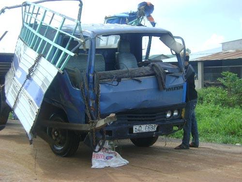 Hình ảnh Tàu lửa tông xe tải, 3 người chết thảm số 1