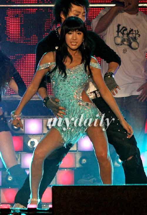 Hình ảnh Xem sao K-pop múa cột sexy số 4