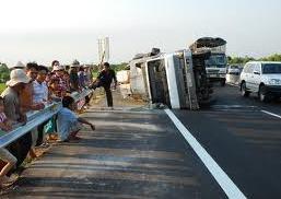 Hình ảnh Tai nạn kinh hoàng trên đường cao tốc, 8 người chết số 1
