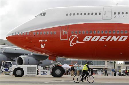 Chính thức ra mắt máy bay dài nhất thế giới 2