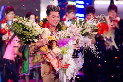 Hình ảnh Đàm Vĩnh Hưng lập kỷ lục với clip Biển tình số 6