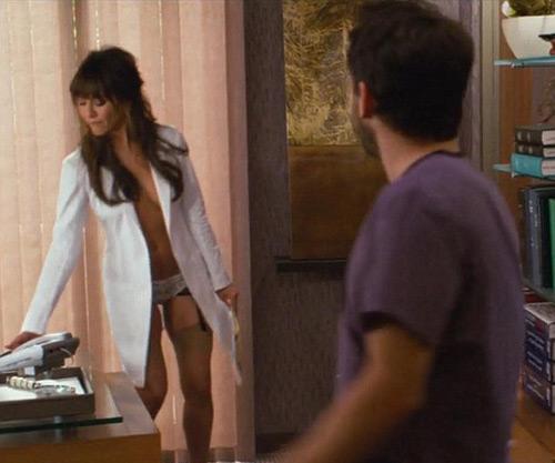 Hình ảnh Jennifer Aniston làm gái hư lần 2 số 1