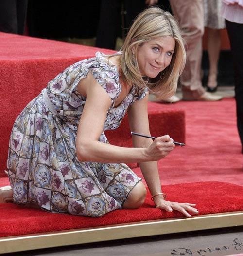 Hình ảnh Jennifer Aniston làm gái hư lần 2 số 16