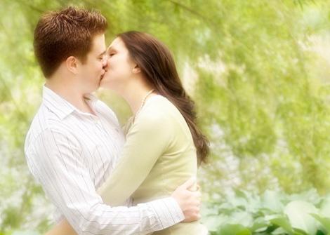 Hình ảnh Thể hiện tình yêu qua cái ôm số 1