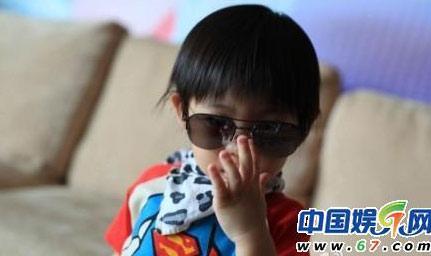 Hình ảnh Con trai Lâm Chí Dĩnh rất ngộ nghĩnh số 4