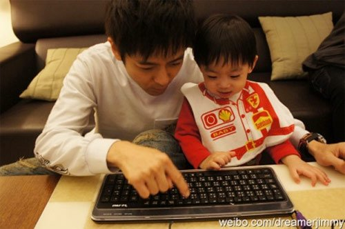 Hình ảnh Con trai Lâm Chí Dĩnh rất ngộ nghĩnh số 6
