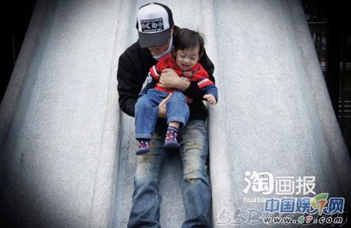 Hình ảnh Con trai Lâm Chí Dĩnh rất ngộ nghĩnh số 8