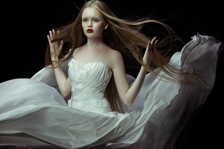 Hình ảnh Những mẫu váy cưới đẹp dành cho mùa cưới 2011 số 3