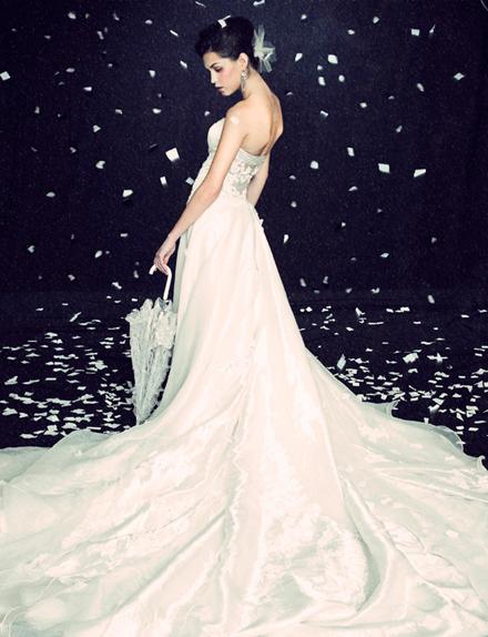 Hình ảnh Những mẫu váy cưới đẹp dành cho mùa cưới 2011 số 14