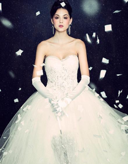 Hình ảnh Những mẫu váy cưới đẹp dành cho mùa cưới 2011 số 15