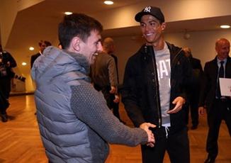 Tranh cãi trong ngày: Đừng nghi ngờ Ronaldo và Messi là loại người bẩn tính!
