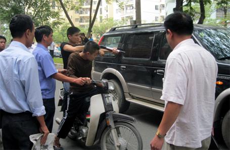 Hình ảnh Hà Nội: Thuê côn đồ giết người, được thả tự do tại tòa số 1