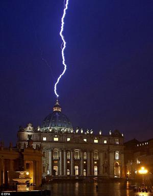 Hình ảnh Điềm báo ở Vatican? số 1