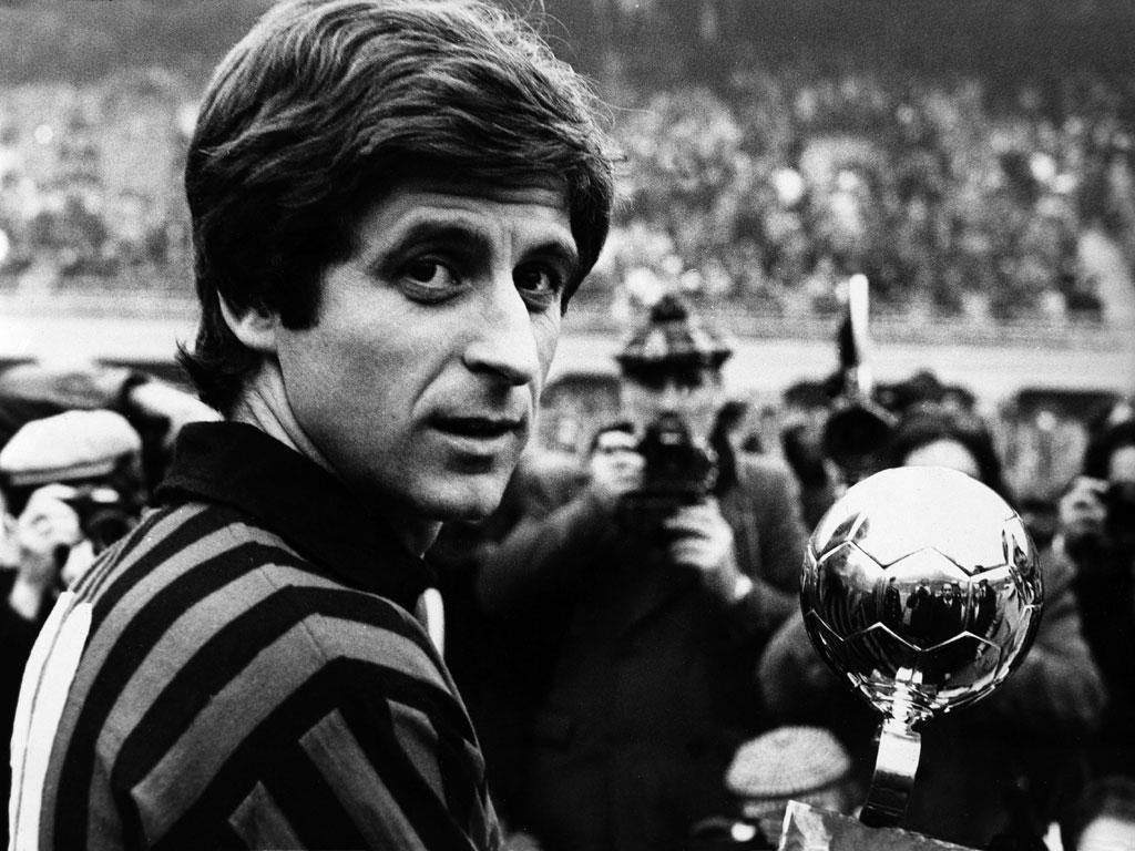 """Huyền thoại Milan """"chê"""" hàng thủ Barca không xứng tầm với hàng công"""