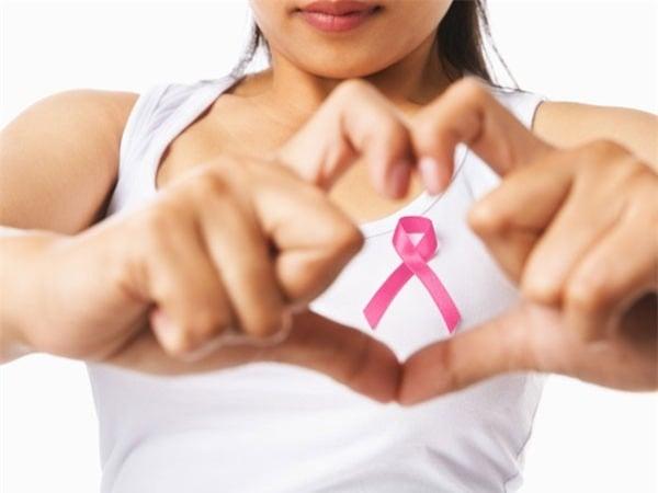 Những dấu hiệu ung thư vú mà bạn không lường đến 1