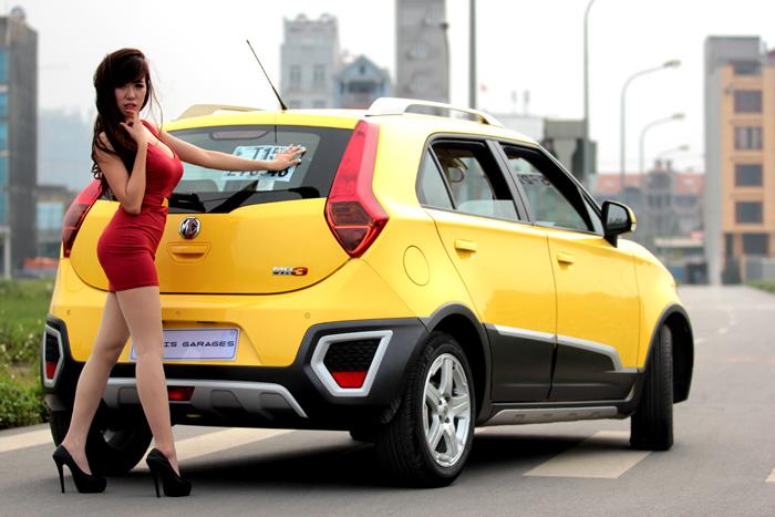 Hình ảnh Hot girl Mai 'thỏ' đọ đường cong với xe MG số 15