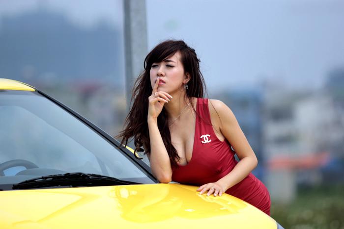 Hình ảnh Hot girl Mai 'thỏ' đọ đường cong với xe MG số 13