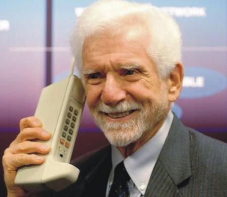 Hình ảnh 40 năm chiếc điện thoại di động đầu tiên ra đời và những sự thật thú vị số 1