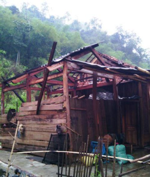 Hình ảnh Lốc xoáy tàn phá tại Nghệ An, 2 người thương vong số 1