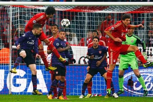 Trung vệ Arsenal đứng đầu danh sách chuyển nhượng của Pep tại Bayern