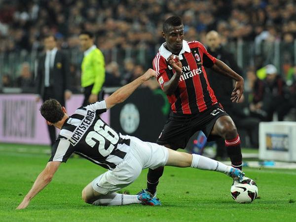 Juventus muốn gán Lichtsteiner vào vụ Higuain?