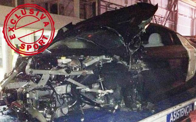 Cận cảnh chiếc xe Alexis Sanchez dính tai nạn giao thông
