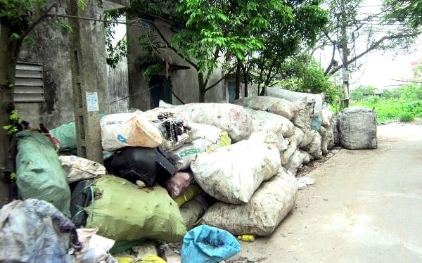 Hình ảnh Ô nhiễm môi trường tại làng nghề tái chế nhựa Minh Khai số 1