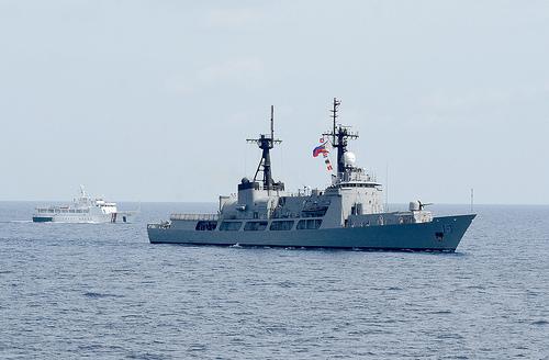 Ảnh 'nóng' của Hải quân Mỹ và Philippines - Ảnh 11