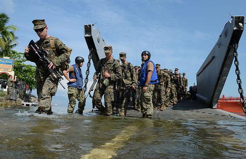 Ảnh 'nóng' của Hải quân Mỹ và Philippines - Ảnh 4