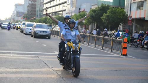 Đoàn xe hộ tống Nick Vujicic ở Hà Nội Đoàn xe hộ tống Nick Vujicic ở Hà Nội không phạm luật