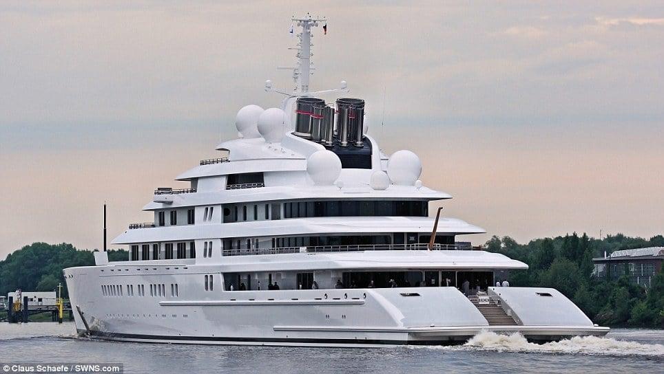 Khoảnh khắc siêu du thuyền lớn nhất thế giới ra khơi