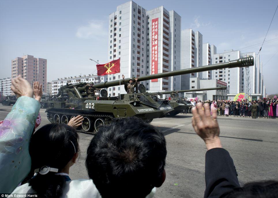 Chân dung hai miền Triều Tiên 10