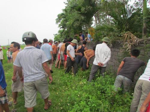 Lợn rừng nặng 80 kg tấn công, trăm người phải vây bắt
