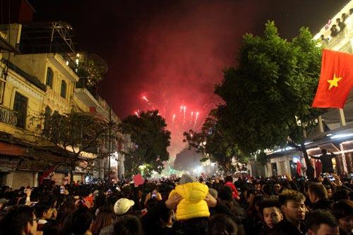 Cận cảnh mừng đón năm mới 2014 trên cả nước 15