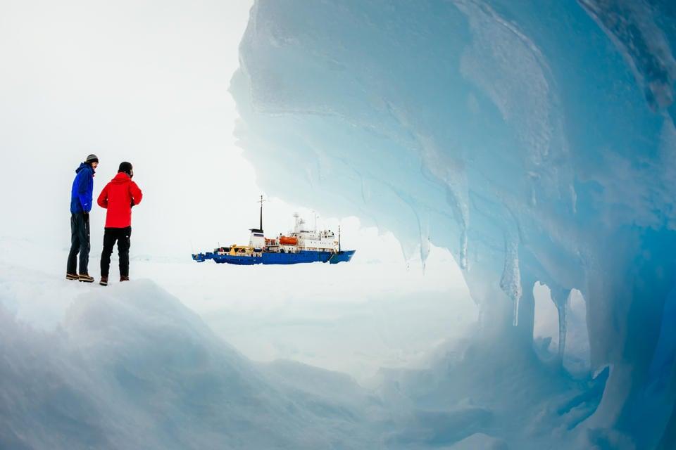 Tàu mắc kẹt ở Nam Cực trong hơn một tuần đã được giải cứu 6