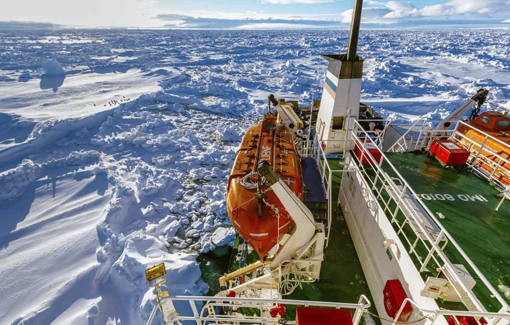 Tàu mắc kẹt ở Nam Cực trong hơn một tuần đã được giải cứu 8