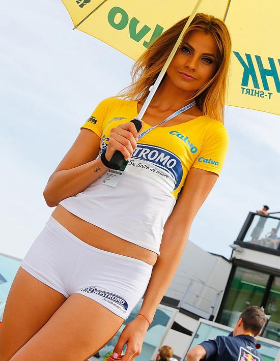 Điểm danh 18 chặng đua MotoGP bằng người đẹp 17