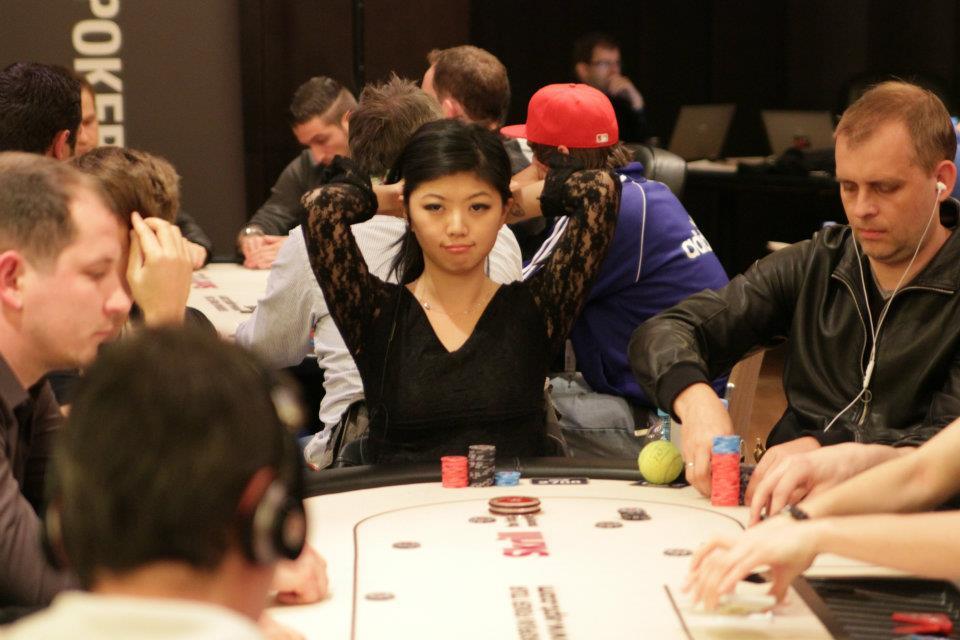 Cận cảnh nhan sắc của kiều nữ poker nổi tiếng 11